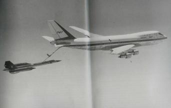 Boeing 747 refueling SR-71